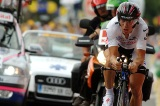 Cunego defends white jersey with strong TT